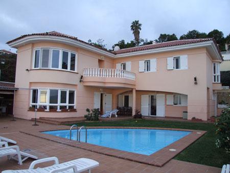 Fotos de casas con piscina imagui for Casas modernas con piscina