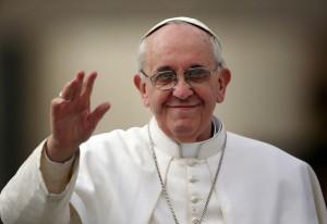 Imágenes del papa Francisco saludando