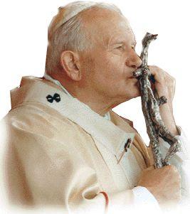 Juan Pablo II besando la cruz
