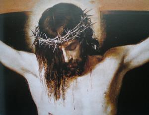 Jesucristo con la corona de espinas en la cruz